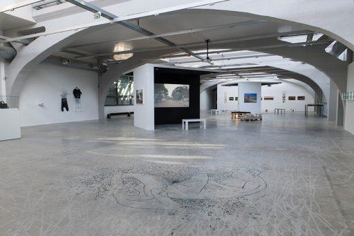 IN MEINEM NORDEN <-> IN DEINEM SÜDEN Mon Nord est Ton Sud, La Kunsthalle Mulhouse, Ausstellungsansicht 2018, © La Kunsthalle, Foto: Sébastien Bozon Perspektive